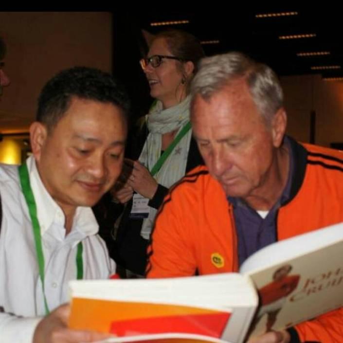 Eka Tanjung, Pendidikan Sepakbola Usia Dini, Wisata Bersama Pemandu Orang Indonesia. Tour di Belanda, Wisata di Eropa