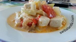 Sayur Lodeh dari Almere. Sayur Lodeh adalah makanan Indonesia yang sudah sangat familier bagi lidah orang Belanda. Banyak Restoran Indonesia yang menyajikan Sayur Lodeh dalam daftar menunya. Bahkan  ada bumbu jadi khusus untuk Sayur Lodeh.