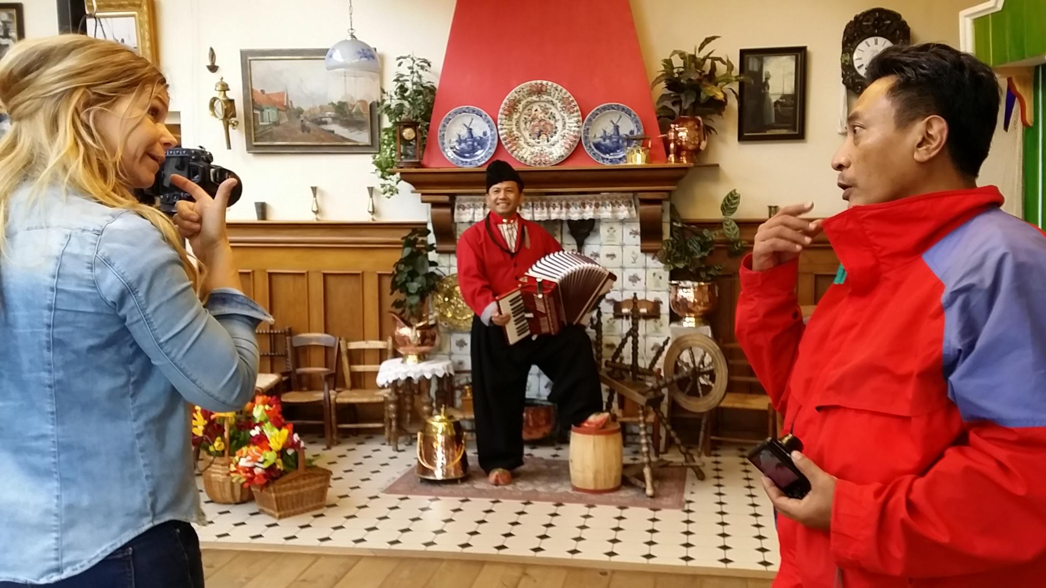 Wisata Belanda, Pakaian Tradisional Belanda, Wisata Bersahabat, Orang Indo di Belanda, Pemandu Wisata Indonesia di Belanda, Supirsantun, Serbalanda,