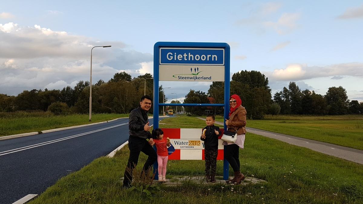 Wisata Bersahabat : Giethoorn, Zaanse Schans & Volendam