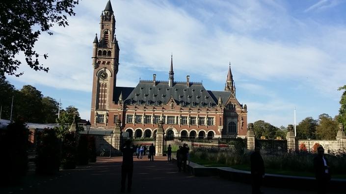 Mahkamah Internasional Den Haag. Pengadilan Penjahat Perang. Ibukota Pemerintahan Belanda. Liburan di Belanda, Mencari Kendaraan di Belanda, Carter Mobil di Eropa