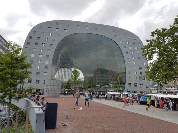 Markthal, Istrana Kuliner, Tempat Makan Enak di Belanda, Makanan Halal di Rotterdam, Tempat Wisata di Rotterdam. Pemandu Wisata Orang Indonesia di Eropa.
