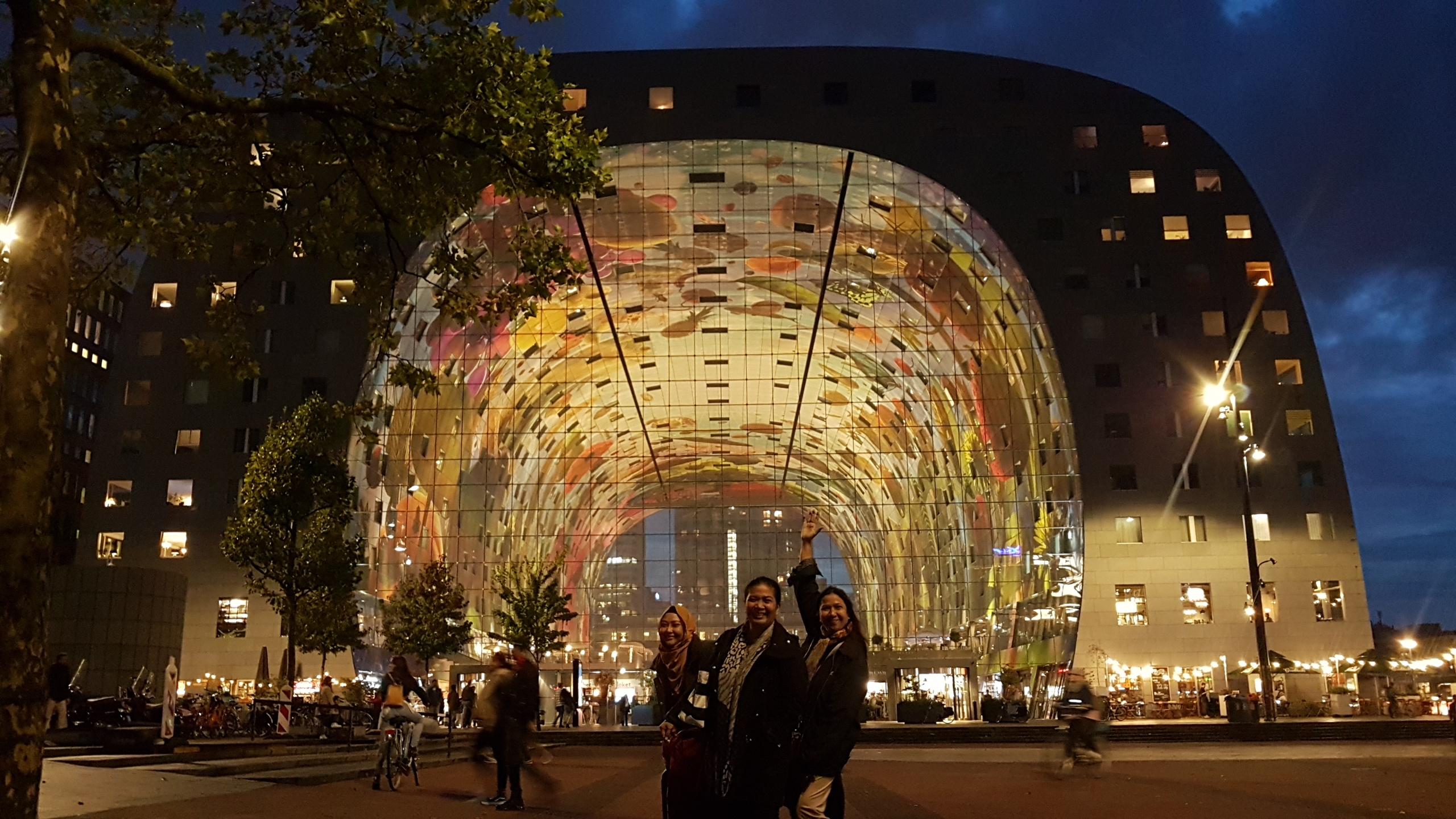 Markthal di malam hari. Rotterdam di Malam Hari
