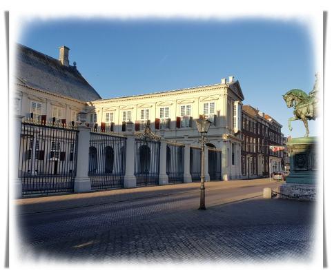 Den Haag, Noordeinde, Istana Raja Belanda. Willem Alexander, Dinasti Oranje. Wisata ke Belanda, Jalan-jalan ke Den Haag