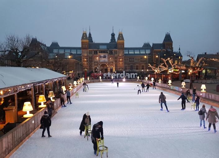 Museum Square, Amserdam City, Rembrandt Museum, Rijksmuseum, Ice Skating, Mencari Transportasi di Belanda