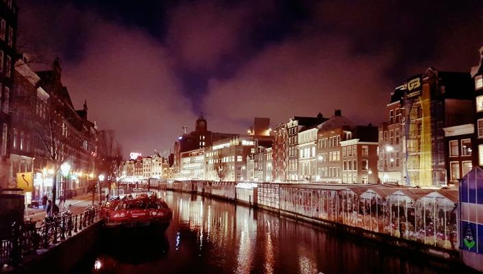 Jalan-jalan di Amsterdam, Pasar Bunga Floating market, Pusat Kota Amsterdam, Pemandu Wisata Menyenangkan, Carter Mobil di Belanda