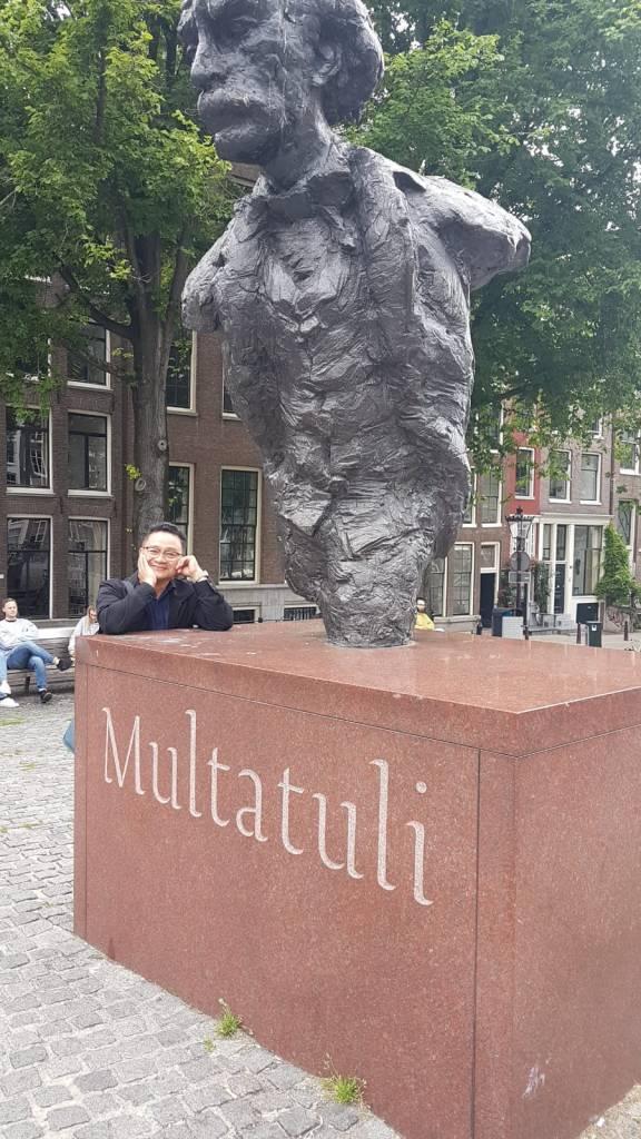 Wisata di Amsterdam, Patung Multatuli, Pahlawan Indonesia di Belanda.