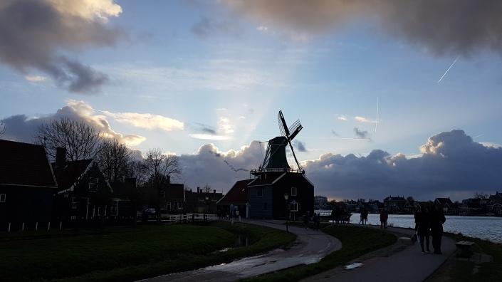 Zaanse Schans, Kincir Angin Tradisional. Belanda Melawan Air, Zaandam, Zaandijk, Pemandu Wisata Orang Indonesia di Eropa.