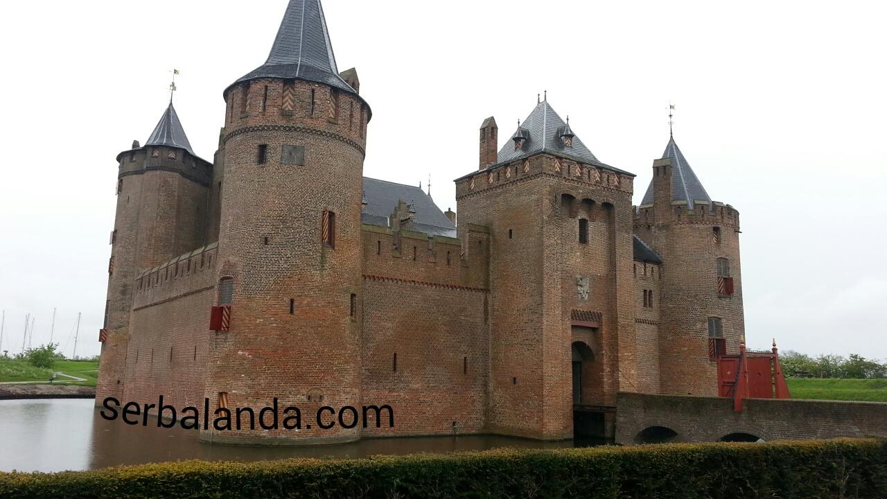 Kastil Tertua di Belanda, Muiderslot, Mencari Transportasi yang Cocok di Belanda, Keliling Amsterdam dengan Pemandu yang Asik