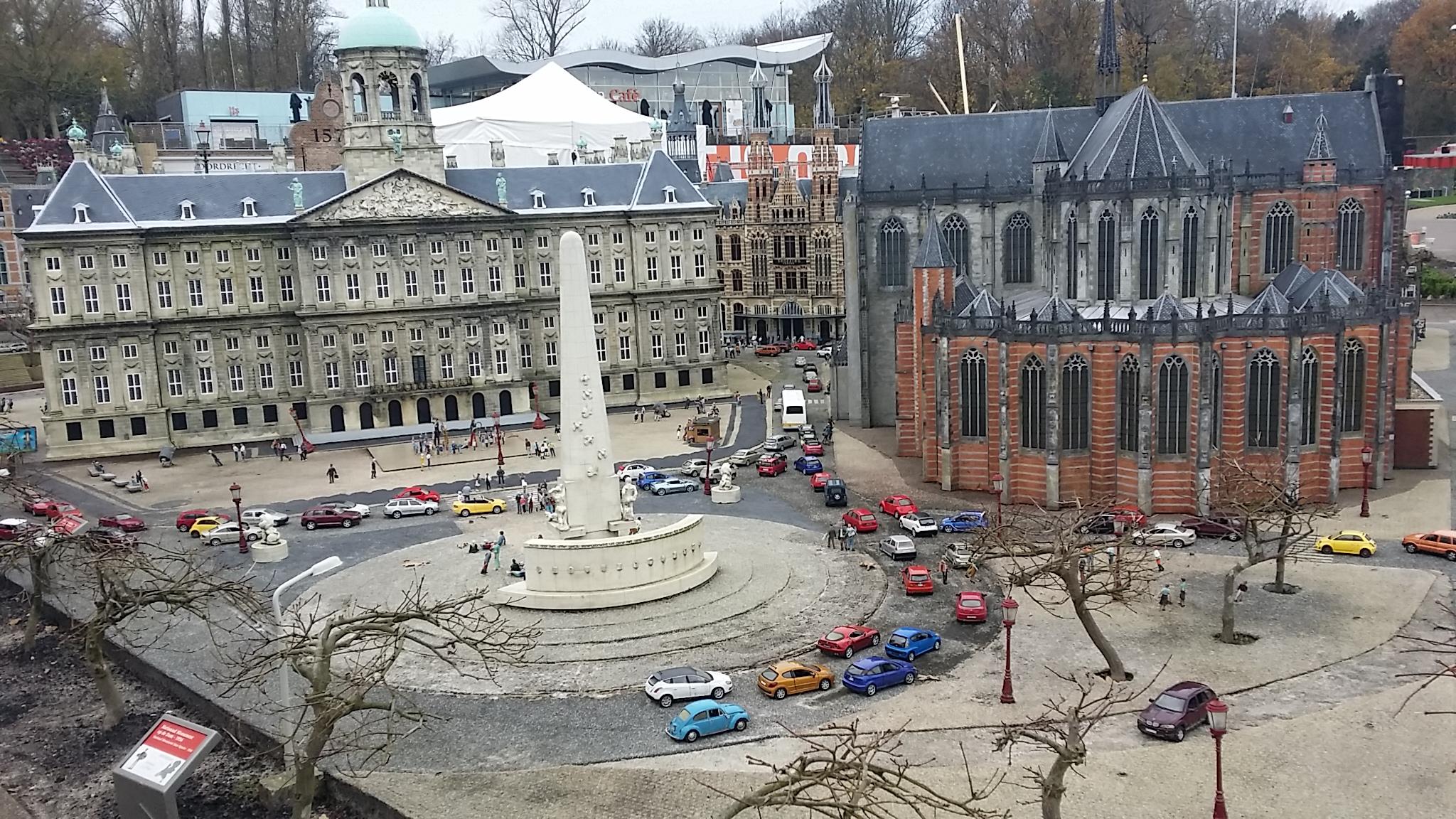 City Tour Amsterdam, De Dam, Royal Palace, Burung Dara, Damrak, Bijenkorf