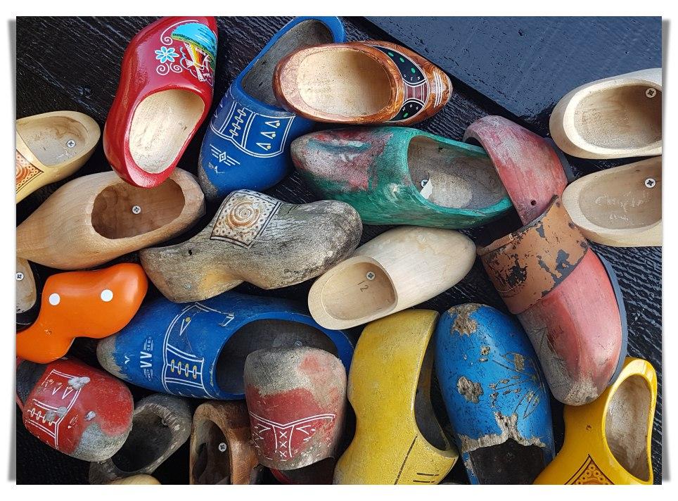 Oleh-oleh Khas Belanda, Sepatu Kayu, Klompen, Bawa Buah Tangan dari Belanda, Petani Belanda, Sepatu Belanda
