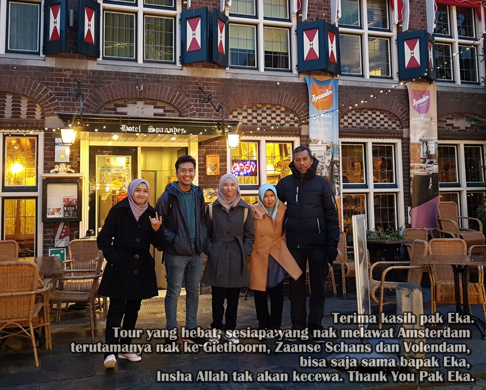 Testimoni Tentang Serbalanda: Terima Kasih Pak Eka. Tour yang hebat, sesiapa yang nak melawat Amsterdam terutama nak ke Giethoorn, Zaanse Schans dan Volendam, bisa saja sama bapak Eka. Insya Allah tak akan kecewa. Pelancung Malaysia, Pusing-Pusing di Belanda