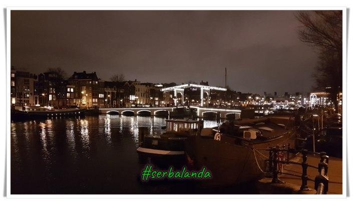 Wisata di Belanda, Mengunjungi spot menarik di Amsterdam, Jembatan Kayu, Magerebrug, Skinny Bridge