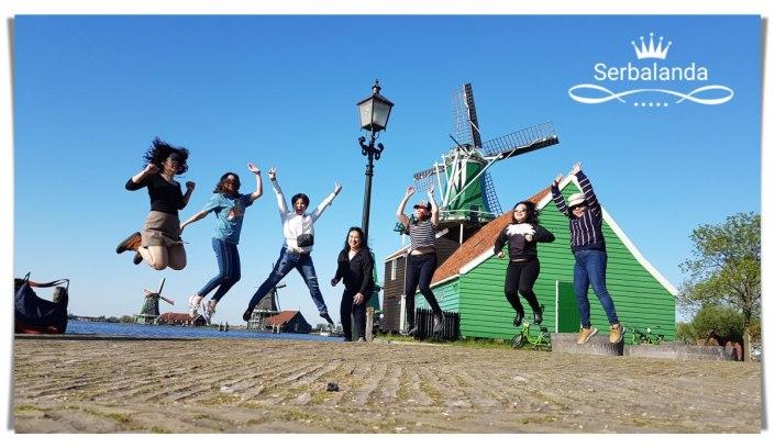 Kincir Angin Tradisional di Belanda. Wisata menarik Kincir Angin, Zaanse Schans. Wisata Volendam, Dusun Nelayan di Belanda. Pembuatan Keju. Pembuatan Sepatu Kayu