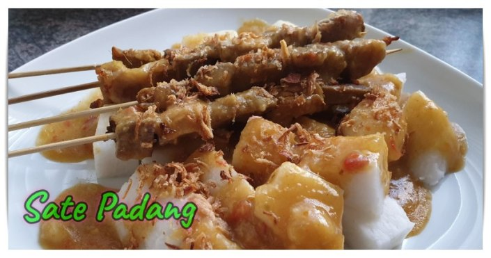 Sate Padang. Makanan Khas Indonesia di Belanda. Makanan enak buatan orang Indonesia di Belanda. Sate Padang