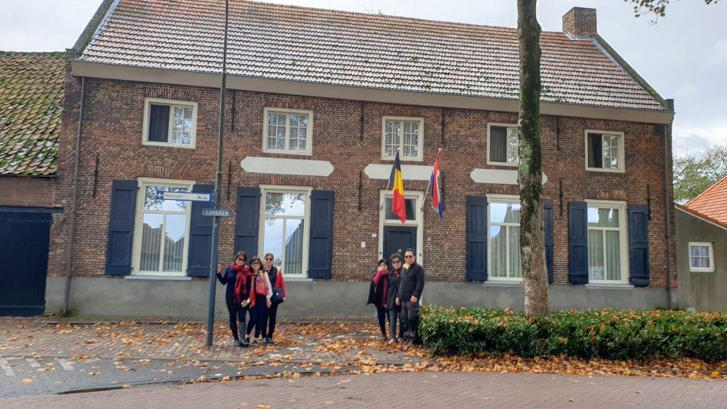 Wisata Musim Dingin, Wisata Musim Rontok, Rumah di Perbatasan Belanda dan Belgia. Wisata Belanda, Wisata Belgia, Private Tour Belanda, Paket Tour Belanda dan Belgia