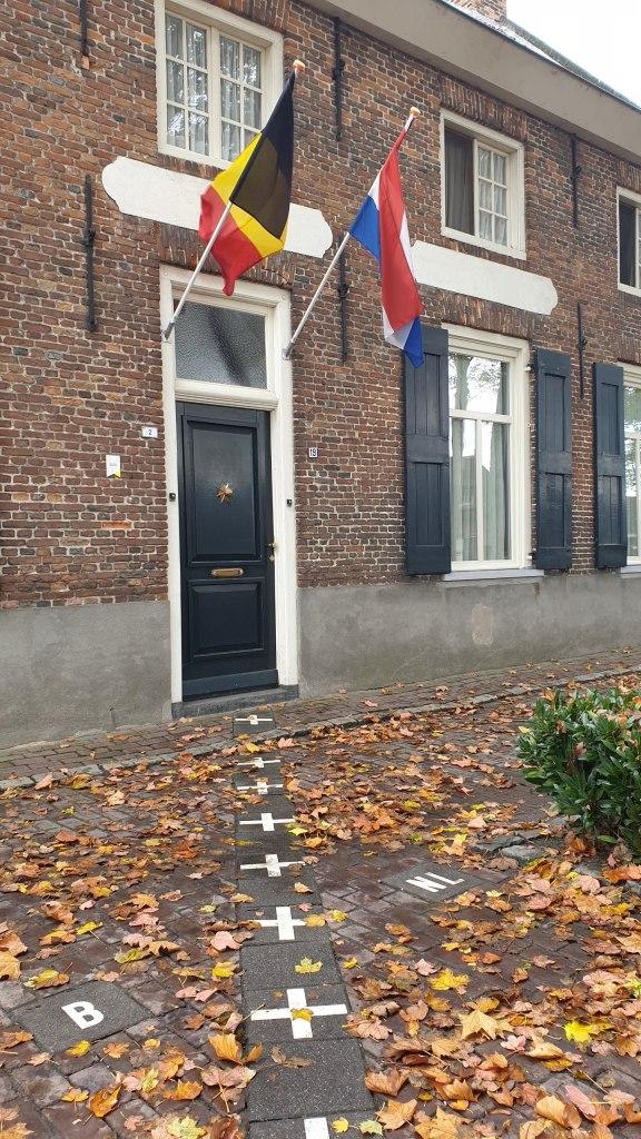 Rumah di Perbatasan Belanda dan Belgia. Wisata Belanda, Wisata Belgia, Private Tour Belanda, Paket Tour Belanda dan Belgia