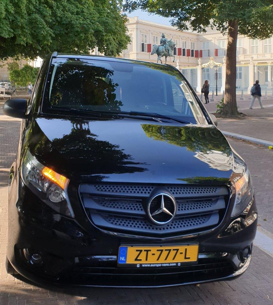 Van Mercedes Benz VITO Tourer. Serbalanda, Supirsantun, Sewa Kendaraan Nyaman di Belanda, Jalan-jalan Dengan Keluarga di Eropa